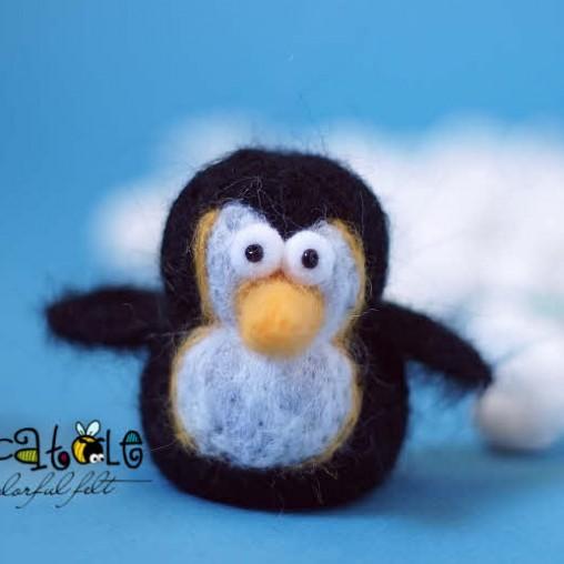 Kleiner gefilzter Pinguin