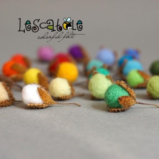 10 felted beechnuts -...