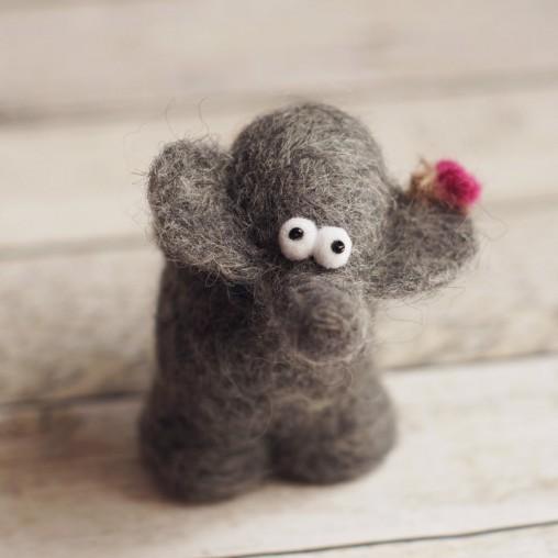Hab-Dich-Lieb-Elefant mit Minischmetterling