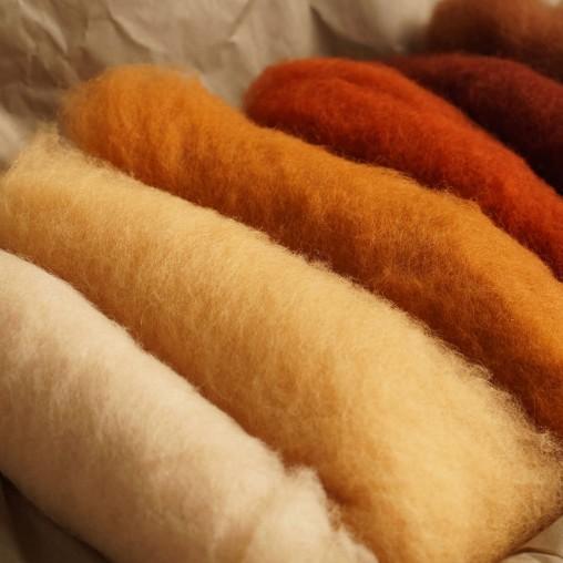 Vlieswollset in Braun- und Cremetönen