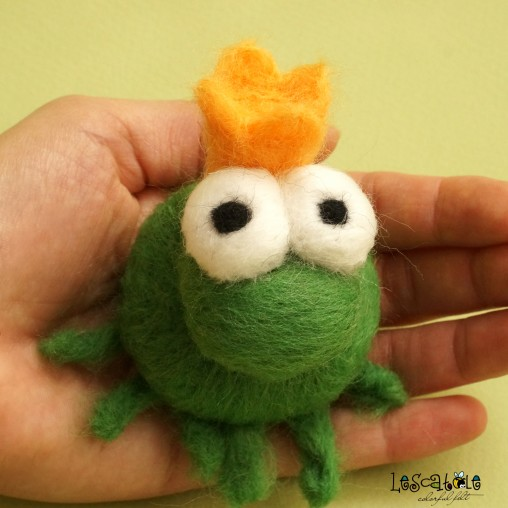 Frog prince - needlefelted